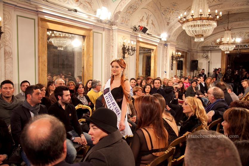 Итальянское ателье создает свадебные платья в цветах флага России